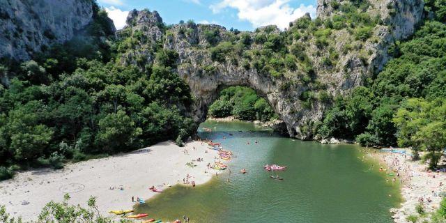 106-editeur_page_bloc_element-camping-au-bord-de-vallon-pont-d-arc-1600x800